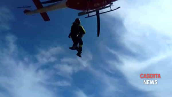 Bloccati sul monte Petrino, escursionisti salvati in elicottero | VIDEO