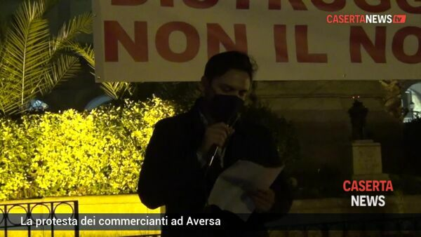"La protesta dei commercianti in piazza: ""Enorme disastro"" 
