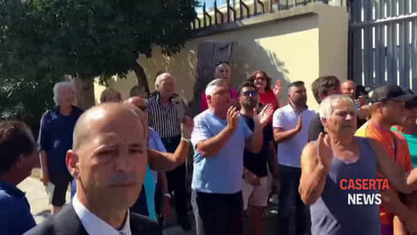 Tensioni tra i supporters di Salvini ed i contestatori | IL VIDEO