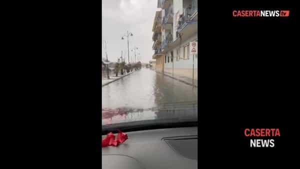 Torna il maltempo ed il mare si sposta... in strada | VIDEO