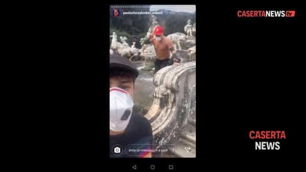 Paolo Sforza con la mascherina 'anti coronavirus' si tuffa nella Reggia: stavolta lo fermano e lo filmano I VIDEO