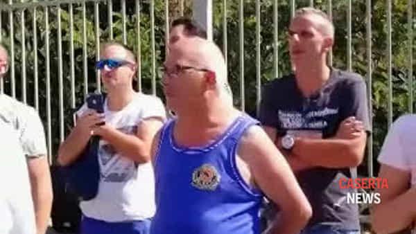 Salvini accolto con le pernacchie dei manifestanti | VIDEO