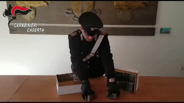 Pusher in mascherina con 150 chili di droga, il blitz dopo una segnalazione | VIDEO