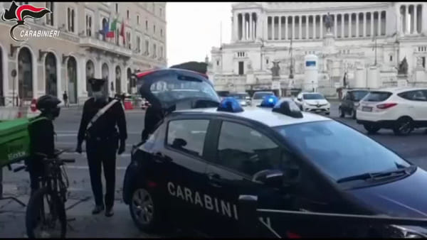 Controlli a raffica sui riders per le consegne a domicilio | VIDEO