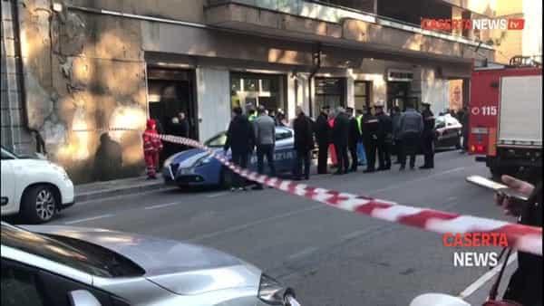 Rapinatori incappucciati alle Poste: sono entrati da un buco davanti ai dipendenti terrorizzati | VIDEO