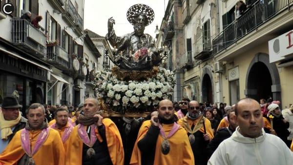 """Aversa tra fede e folklore: dalla processione alle """"palle di San Paolo"""""""