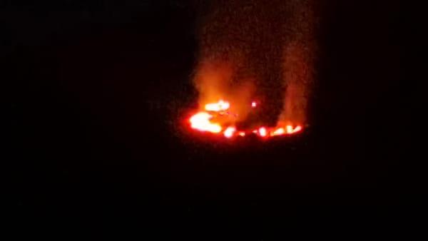 Scoppia incendio alle spalle del Palamaggio' I VIDEO