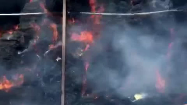 Maxi incendio distrugge un fienile | VIDEO