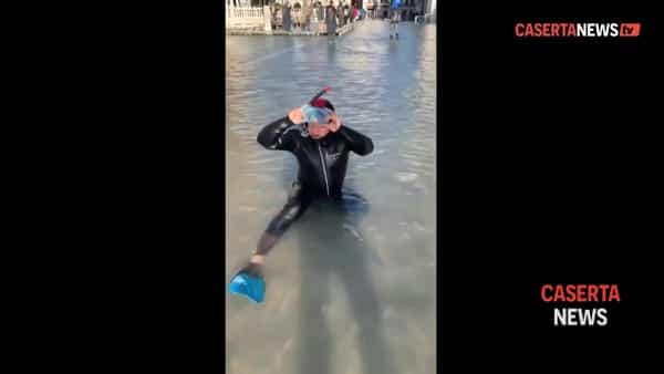 Il 'tuffatore' della Reggia colpisce ancora: stavolta a Venezia | VIDEO