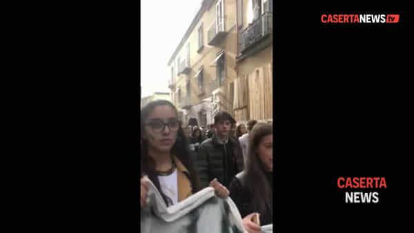 Gli studenti tornano in strada a Caserta per la 'battaglia ambientalista' | VIDEO