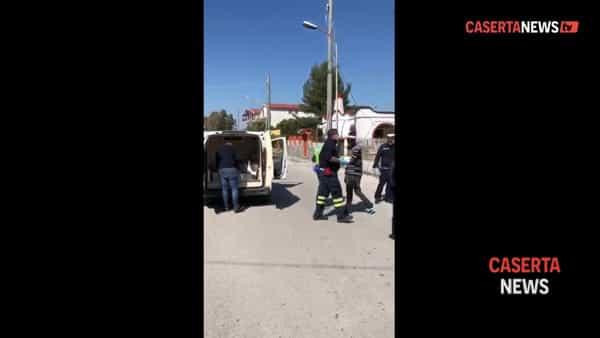 Tensione alta tra gli stranieri: distribuiti cibo e farmaci. Furto in un market | VIDEO