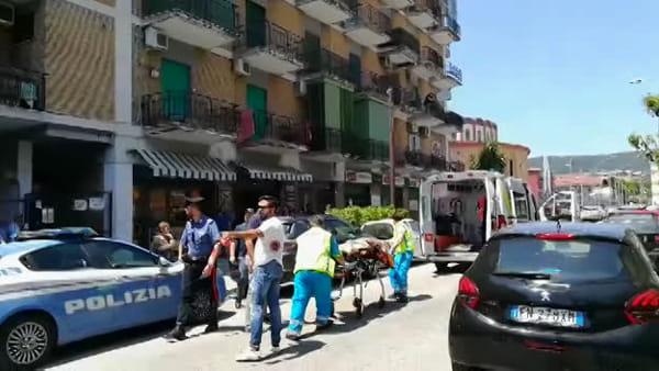 Sparatoria a Caserta, il ferito portato in ospedale I VIDEO