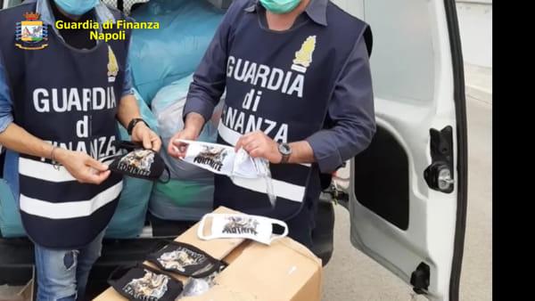 Blitz della Finanza nella fabbrica abusiva di mascherine: sequestrati 38mila pezzi | VIDEO