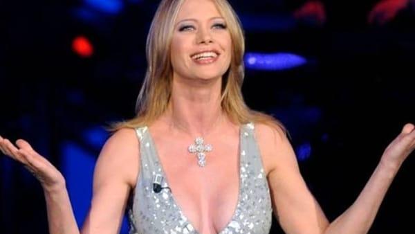 """Anna Falchi presenta il festival """"Regina degli Angeli"""" a Caserta"""