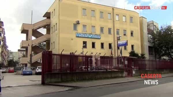 Il sacerdote arrestato esce dal commissariato e viene portato in carcere I VIDEO