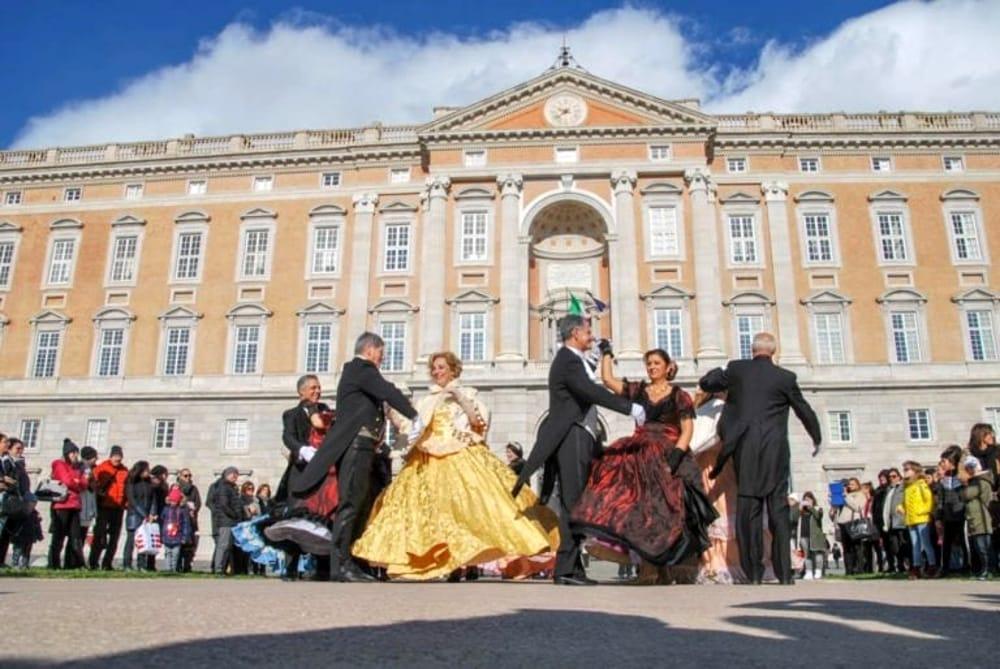 L'evento 'Mattinata Danzante' di fronte alla Reggia di Caserta