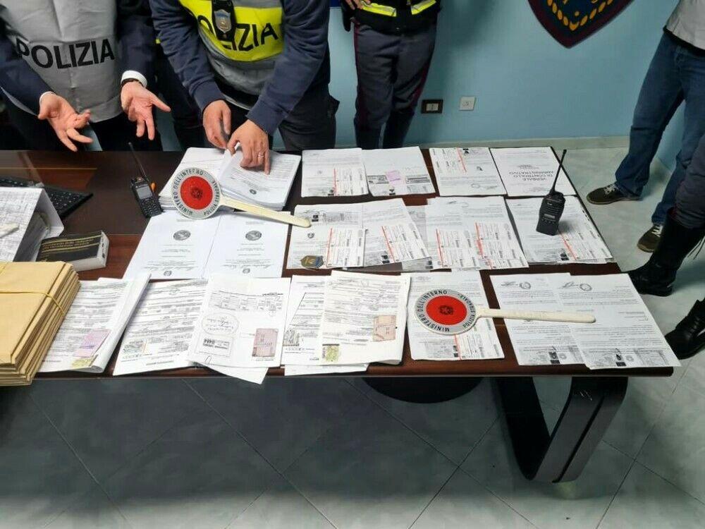 'Patenti facili', i certificati 'firmati' anche dai figli del medico arrestato
